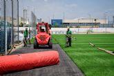 Comienza la renovación del césped del campo de fútbol municipal Onofre Fernández Verdú