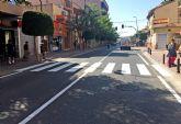 El Ayuntamiento torreño renueva la señalización horizontal en la calle Mayor