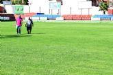 Deportes mejora el estado del c�sped del estadio municipal �Pedro M�ndez�