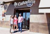 Ecovidrio premia al bar ´La Cañadica´ por su participación en la campaña ´movimiento banderas verdes´