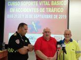 Protección Civil imparte un curso de soporte vital básico en accidentes de tráfico