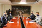 El alcalde presenta la vertiente empresarial del proyecto 'San Javier, Ciudad del Aire' a la consejera de Empresa, Industria y Portavocía