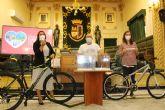 Marta Pérez Guardiola y Lola Herrero Martínez, ganadoras de las dos bicicletas MTB de la Semana de la Movilidad