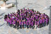 Los jóvenes de Totana 'laten' contra la Violencia de Género organizando un corazón humano en la plaza de la Balsa Vieja