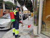 Beniel inicia una intensiva campaña de limpieza contra los orines de mascotas empleando una novedosa técnica