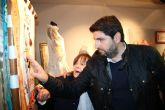 López Miras inaugura la exposición ´La pintura de los hilos´, de Manola Puche