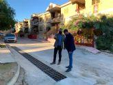 Instalan rejillas para la evacuación de agua en varias calles de Pliego para evitar daños en caso de lluvias fuertes