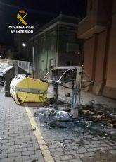 La Guardia Civil detiene a 21 jóvenes por desordenes públicos mediante incendio de medio centenar de contenedores de residuos urbanos