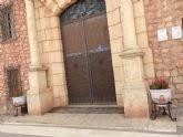 Agradecen a dos empresas artesanas la donación de dos maceteros para adornar la entrada al santuario de la Patrona