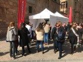 Un centenar de personas participan en la sesión de fotos para poner el rostro a las Fiestas de Primavera