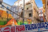 Urbanismo apuntala la fachada del edificio caído en la calle Cuatro Santos a la espera de permiso para su derribo interior