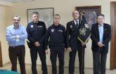 La Policía Local recibe el banderín de escolta de la Virgen de la Soledad