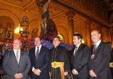 El presidente de la Comunidad asiste a la procesión del Silencio de Alcantarilla