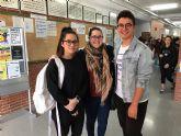La concejala de Juventud y técnicos de la Dirección General de Juventud visitan el IES 'Juan de la Cierva'
