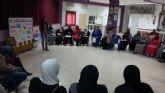 Servicios Sociales se interesa por las alumnas de castellano de la Barriada Virgen de la Caridad