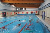 Los cuatro colegios de Puerto Lumbreras se unen al programa de natación escolar para mejorar las habilidades acuáticas de los escolares
