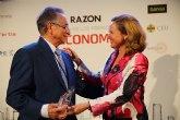 El presidente de Grupo Fuertes, Tom�s Fuertes, recibe el premio