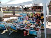 Mercado artesano en Los Alcazares, en el Paseo de la Caleta