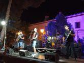 La 'Noche de Rock' atrae a decenas de lumbrerenses a los jardines de la Casa del Cura