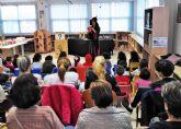 La biblioteca municipal de Las Torres de Cotillas sale a la calle para celebrar su día mundial