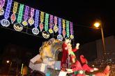 Papá Noel recorre las calles de San Pedro del Pinatar en el desfile 'Fantasía de Navidad'