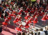 Papá Noel recorre Murcia en un gran desfile con 500 bailarines, elfos y personajes infantiles
