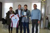 La Federación de Fútbol de la Región de Murcia dona seis desfibriladores para los campos de fútbol del municipios