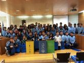 Alumnos del Colegio La Milagrosa asisten a una charla informativa en la que se da a conocer la aplicación del proceso de reciclaje de Ecoembes
