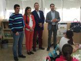 El compromiso de MC con la sostenibilidad lleva ochocientos ejemplares de ciprés cartagenero a los escolares de La Aljorra