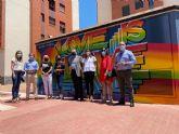 Joven Futura luce un grafiti para visibilizar los derechos LGTBI