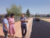 Avanzan a gran ritmo las obras de la pista de atletismo del polideportivo municipal tras el asfaltado de todo el recinto