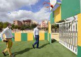 Tres zonas verdes de El Palmar estrenan pistas multideportivas con porterías y canastas para las familias de la pedanía