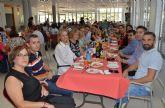 Multitudinaria comida de convivencia en el Centro Social de las Personas Mayores torreño por su 'Semana Cultural'