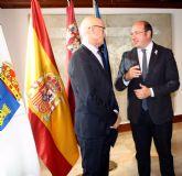 El presidente de la Comunidad se reúne en el Palacio de San Esteban con el alcalde de Las Torres de Cotillas, Domingo Coronado