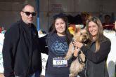 Un centenar de dueños con sus perros participan en la II marcha 'Por ellos' de APROAMA