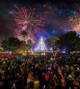 La cuadrilla de Patiño ofrece un recital de villancicos huertanos en el Árbol de Navidad