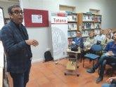 Éxito de público en la conferencia-coloquio organizada por la Sede Permanente de Extensióne la UMU, impartida por el profesor Manuel López Nicolás