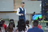 El cineasta Gabriel Moya, ganador de un Goya, vuelve a su colegio en El Mirador para impartir un taller de cine