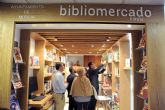 El primer Bibliomercado llega a la plaza de Saavedra Fajardo con libros temáticos sobre gastronomía y nutrición