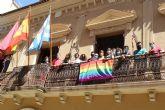 Jumilla conmemora por sexto año el Día de Orgullo LGTBI+ con la colocación de la bandera arcoíris en el balcón del Ayuntamiento