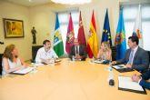 El presidente de la Comunidad garantiza a los alcaldes del Mar Menor que no se volverá a repetir lo ocurrido este año con la laguna