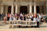 Concejales y diputados regionales se concentran a las puertas del Palacio Consistorial en repulsa del asesinato machista del lunes en Canteras