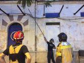 Ahora Murcia alerta de la caída de cascotes y cristales durante las obras en el Cuartel de Artillería, sin estar vallado todo el perímetro de los edificios