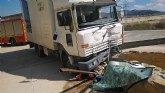 Rescatado y trasladado al hospital el conductor de un cami�n accidentado en Alhama de Murcia