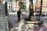 Los vecinos de Casco Antiguo e Histórico trasladan al Defensor de Pueblo sus quejas por el abandono de la Plaza del Lago