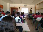 El programa DECIDE acerca la realidad social, de empleo y educativa a los jóvenes cartageneros