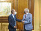 El presidente de la Asamblea Regional recibe al Cuerpo Consular en la Región