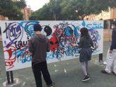 Puente Tocinos pone en marcha el primer taller de graffitis de la región