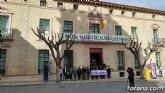 Se guarda un minuto de silencio en señal de condena y repulsa por el último presunto caso de violencia machista en Benicássim (Castellón)