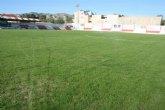 """Finalizan los trabajos de resiembra del césped del estadio municipal """"Juan Cayuela"""", que podrá ser utilizado en un tiempo prudencial"""